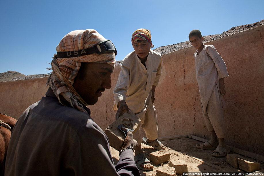 Как делают кирпичи в Афганистане