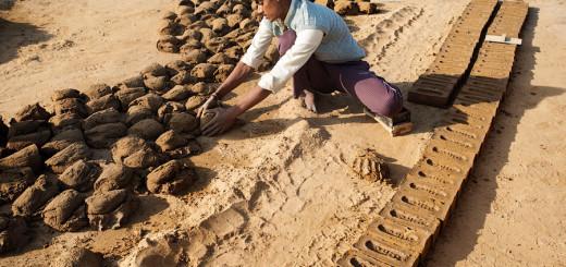 Как делают кирпичи в Индии