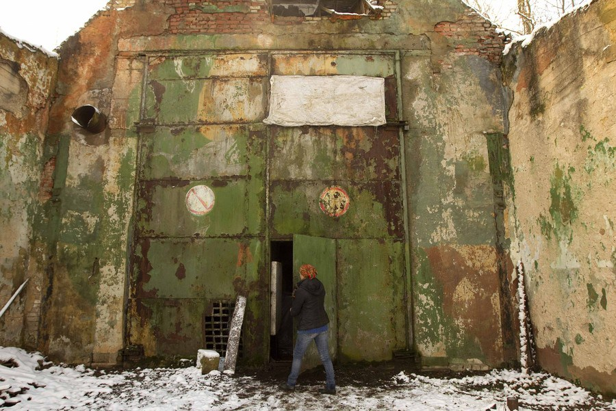 A worker closes a door of a hangar at a private farm where workshops are located at a former Soviet missile military base in the village of Minoity, some 160 km (100 miles) west of Minsk, December 4, 2012. The farm cultivates and sells about 10 tons of oyster mushrooms, or Veshenka mushrooms, each month in Belarus and neighboring countries. The mushrooms cost 23,000 Belarussian roubles ($2.70) per kg. REUTERS/Vasily Fedosenko (BELARUS - Tags: MILITARY ENVIRONMENT SOCIETY AGRICULTURE BUSINESS)