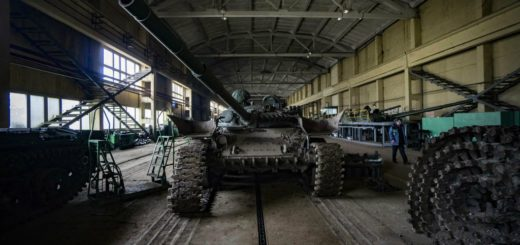 A T-72 battle tank sits in a workshop during the fitting of its tracks during the repair of heavy armor in the military workshop operated by Ukroboronprom in Lviv, Ukraine, on Monday, Feb. 15, 2016. Ukrainian President Petro Poroshenko called on Prime Minister Arseniy Yatsenyuk to resign and the formation of a technocratic government to end a political crisis and reignite an overhaul of the economy. Photographer: Vincent Mundy/Bloomberg