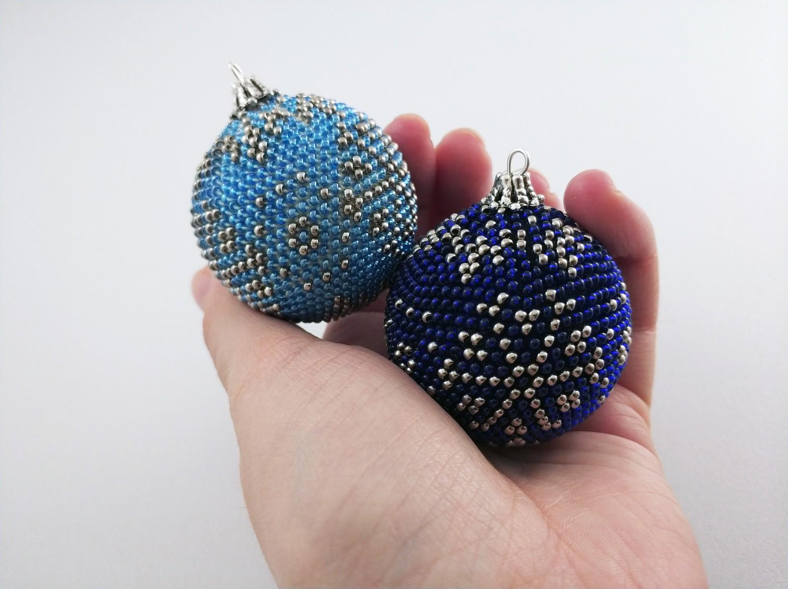 как сделать новогодний шарик из бисера как это сделано